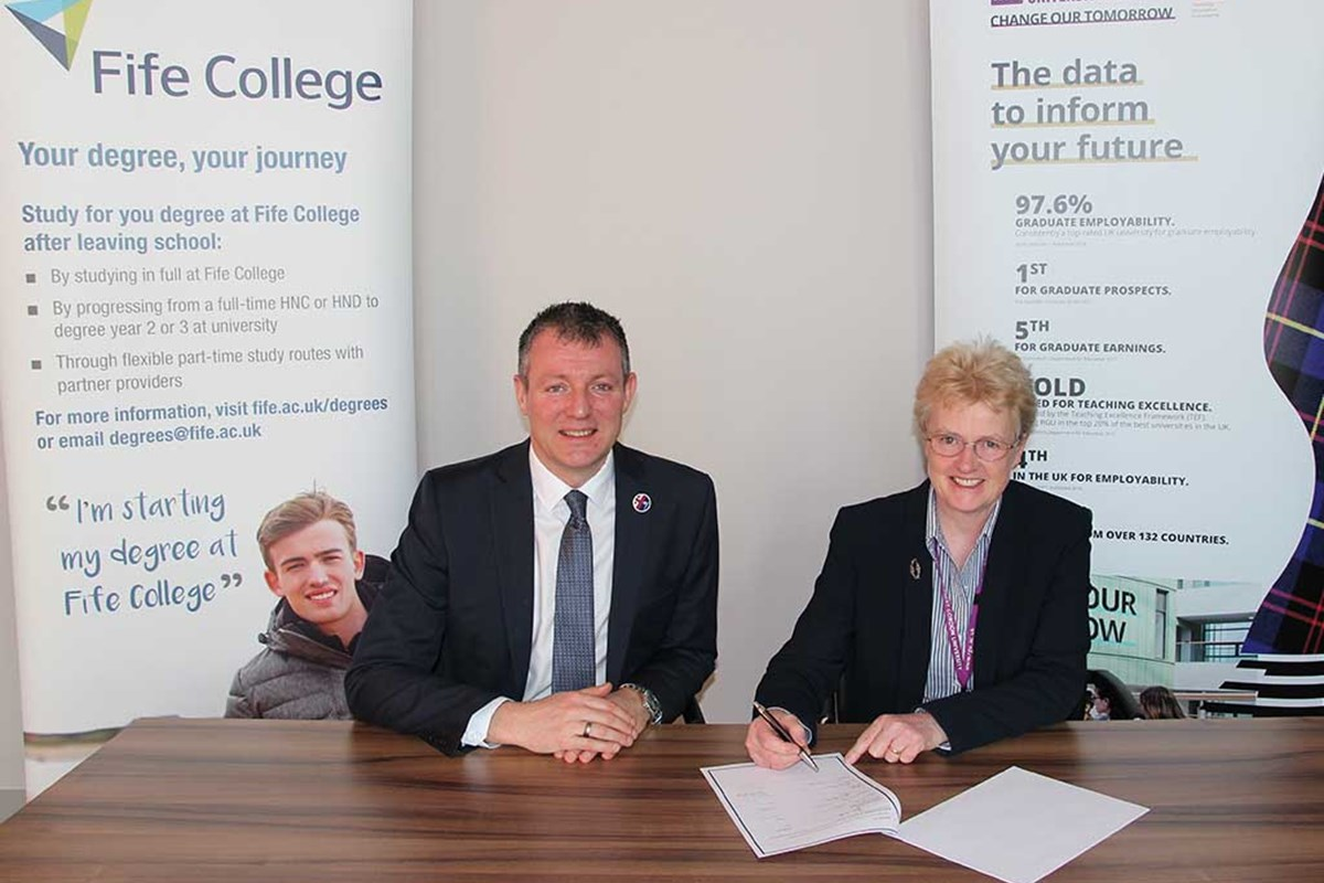 Fife College Widens Opportunities for Degree Students Thanks to New University Agreement