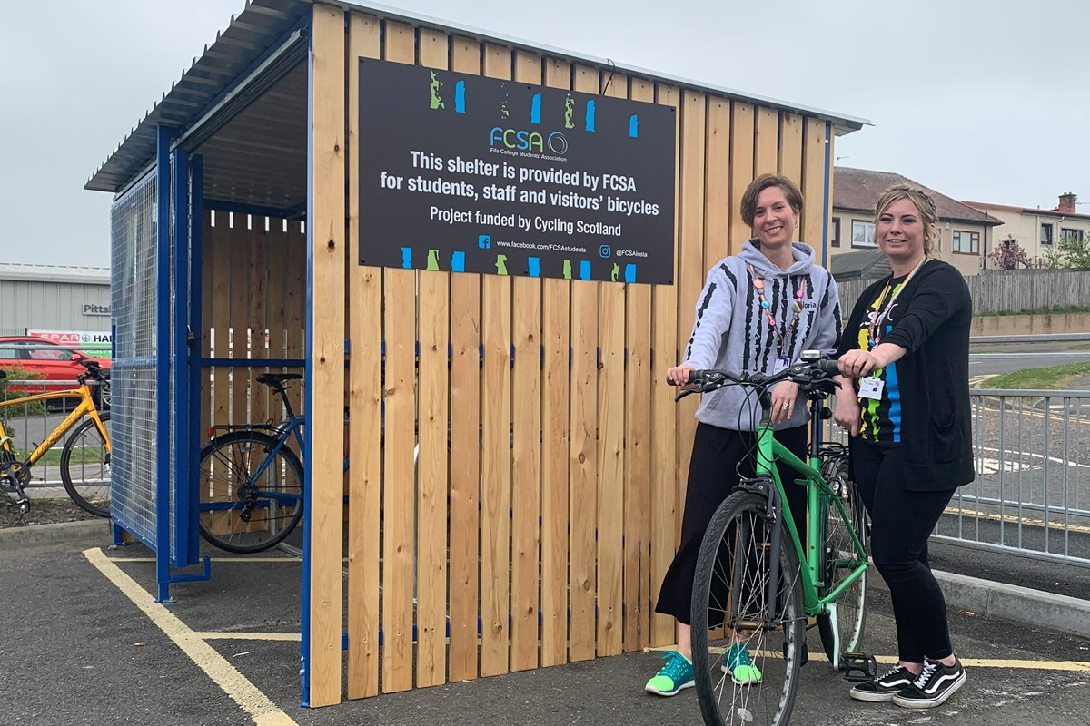 Fife College Students' Association Help Students and Staff Get On Their Bikes!